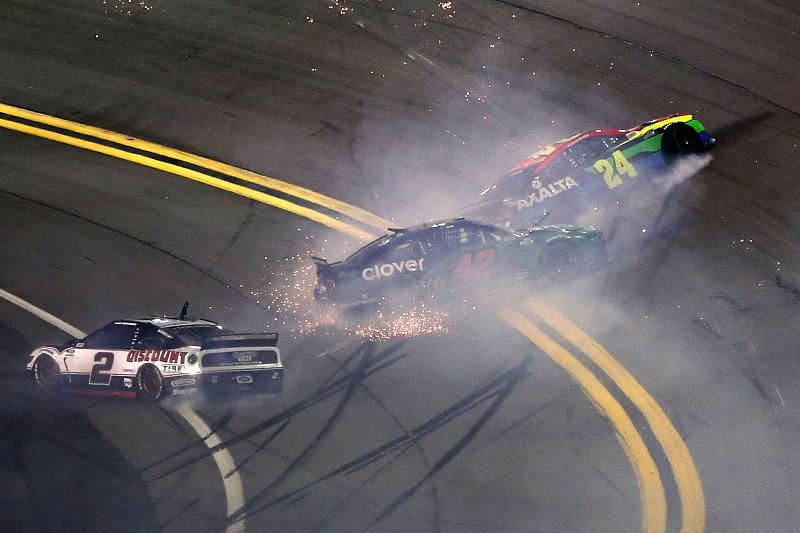 William Byron (24) crashes in the Daytona Duels. Photo/Getty Images