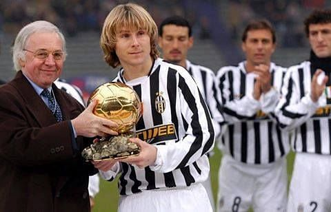 Pavel Nedved (second from left) receiving his 2003 Ballon d
