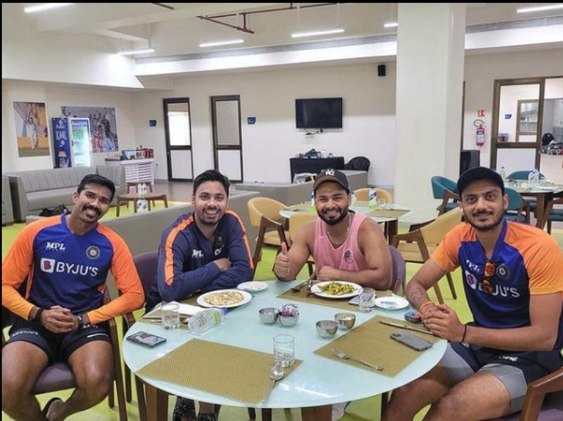 Rishabh Pant with teammates. Pic: Rishabh Pant/ Instagram