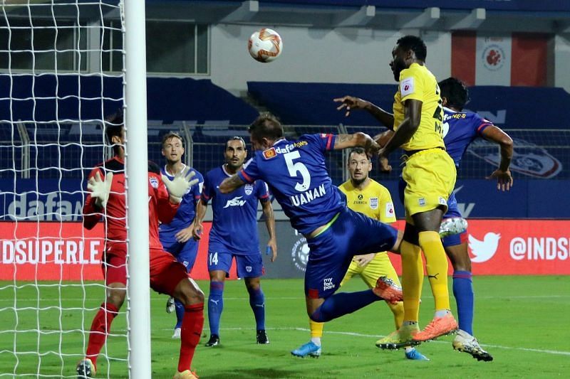 Mumbai City FC and Bengaluru FC in action in their previous ISL clash (Image Courtesy: ISL Media)