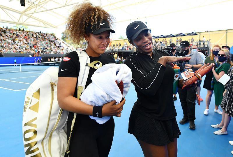 Naomi Osaka (L) and Serena Williams