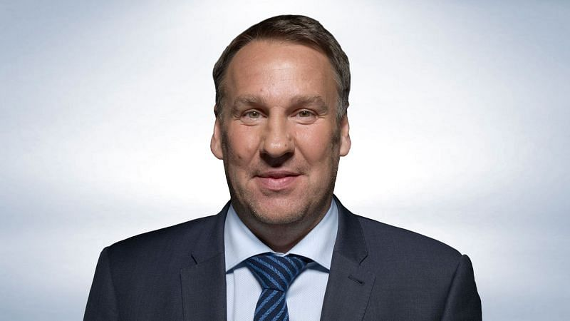 Paul Merson has backed Liverpool over Chelsea in the race for Premier League