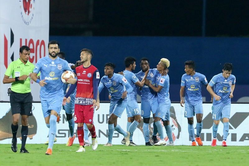 Jamshedpur FC and Mumbai City FC players in action in their previous ISL clash (Image Courtesy: ISL Media)