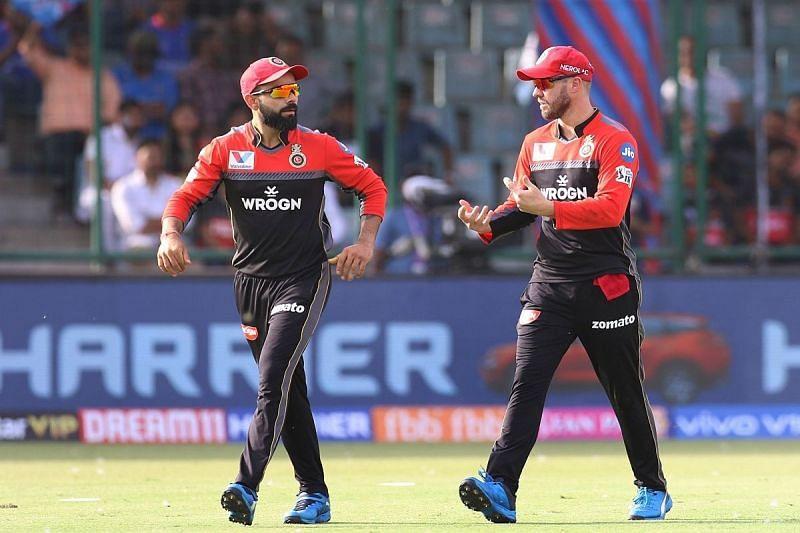 Virat Kohli (left) and AB de Villiers (right) can take the pressure off Glenn Maxwell.