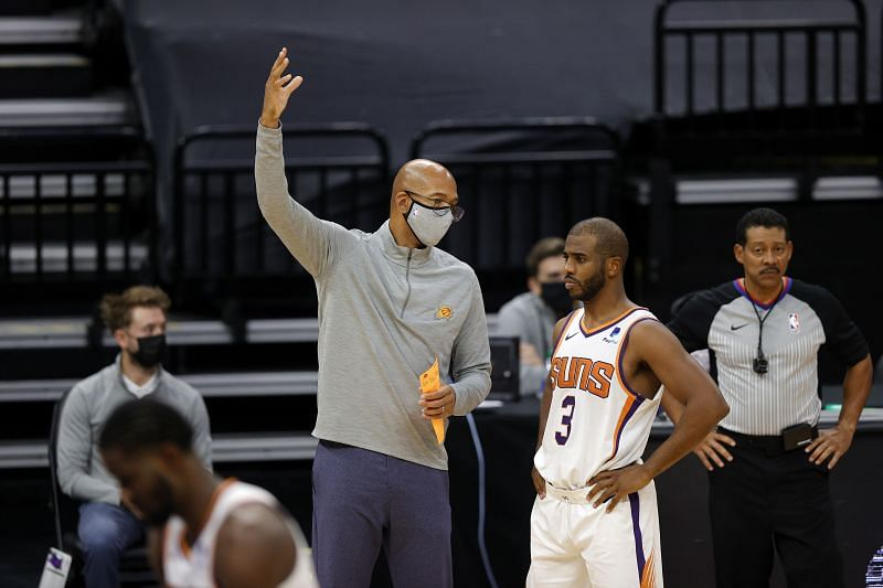 Phoenix Suns head coach Monty Williams talks to Chris Paul #3