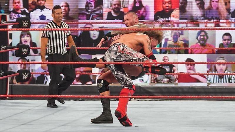 ऐज और रैंडी ऑर्टन का Raw में हुआ था मैच
