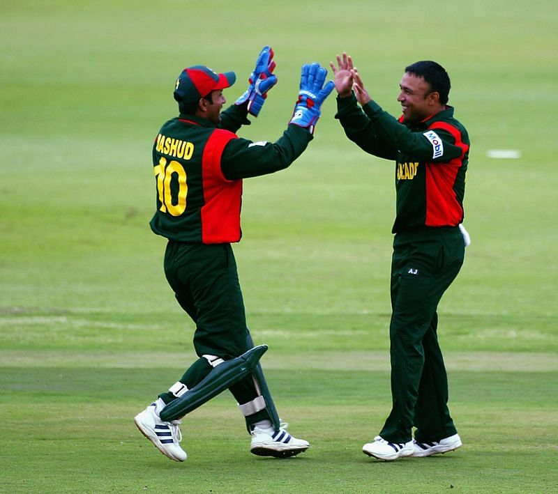 Khaled Mahmud (R) is the captain of the Bangladesh Legends team in Road Safety World Series 2021