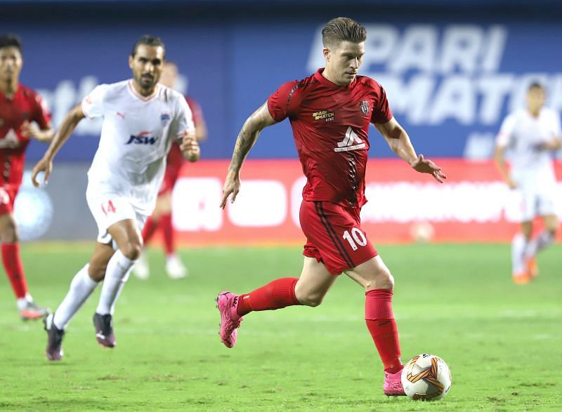 Federico Gallego (in red) impressed for NorthEast United FC in a big game. Courtesy: ISL
