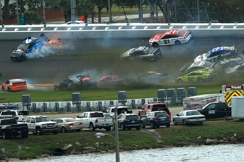 A big crash erupts in the Daytona 500. Photo/Getty Images