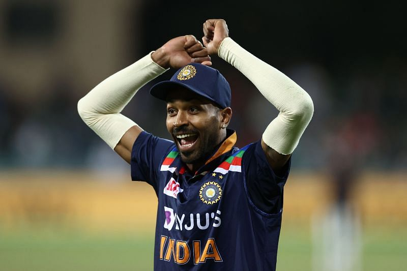 Hardik Pandya was seen giving tips to Shardul Thakur in the last over
