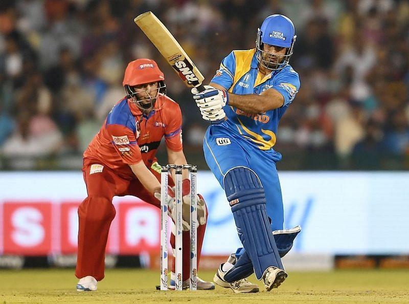 इरफान पठान ने दो विकेट लेने के अलावा बल्ले से भी अहम योगदान दिया