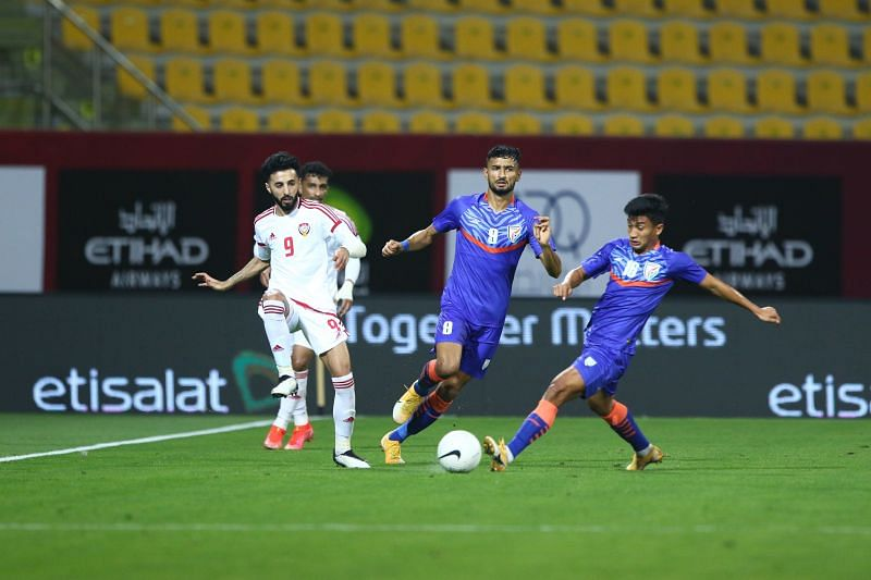 Mohammed Yasir (R) and Manvir Singh (C) in action for Indian Football Team against UAE in their international friendly match (Image Credits: AIFF Media)