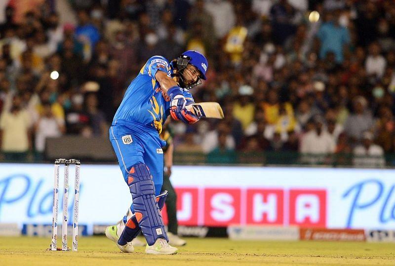 युवराज सिंह ने एक ही ओवर में लगातार 4 गेंदों में जड़े 4 छक्के