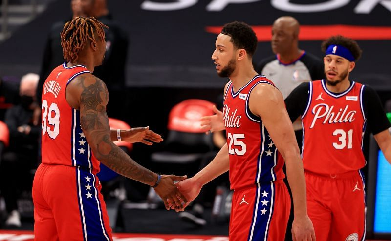 Dwight Howard #39 and Ben Simmons #25 low-five during a game against the Toronto Raptors. (Photo by Mike Ehrmann/Getty Images)