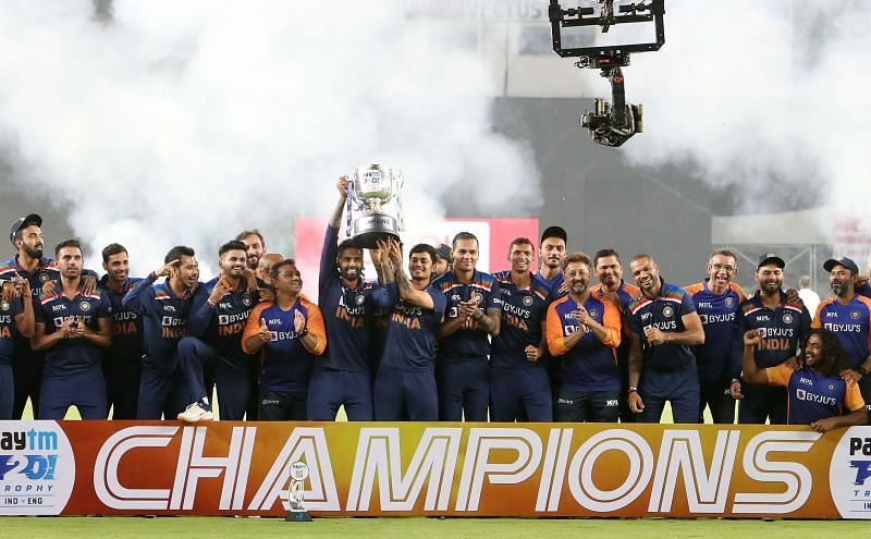 Suryakumar Yadav and Ishan Kishan lift the T20I trophy after India beat England in the fifth game.