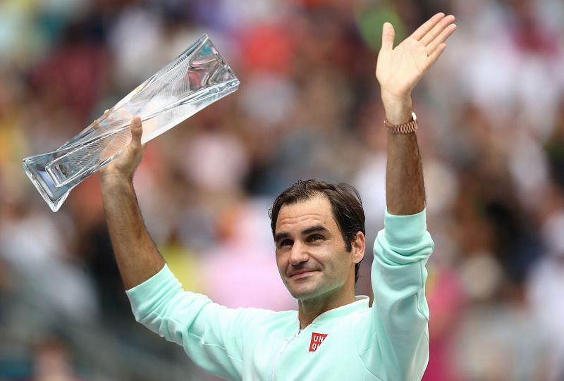 Roger Federer lifting the 2019 Miami Open trophy