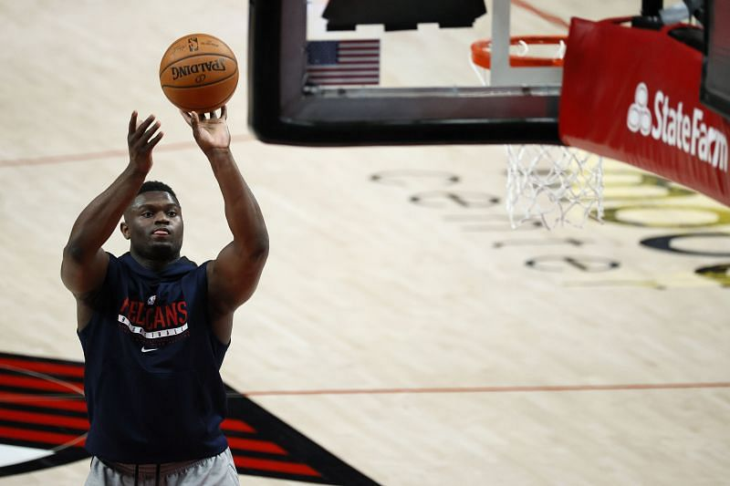 Zion Williamson warms up for the New Orleans Pelicans