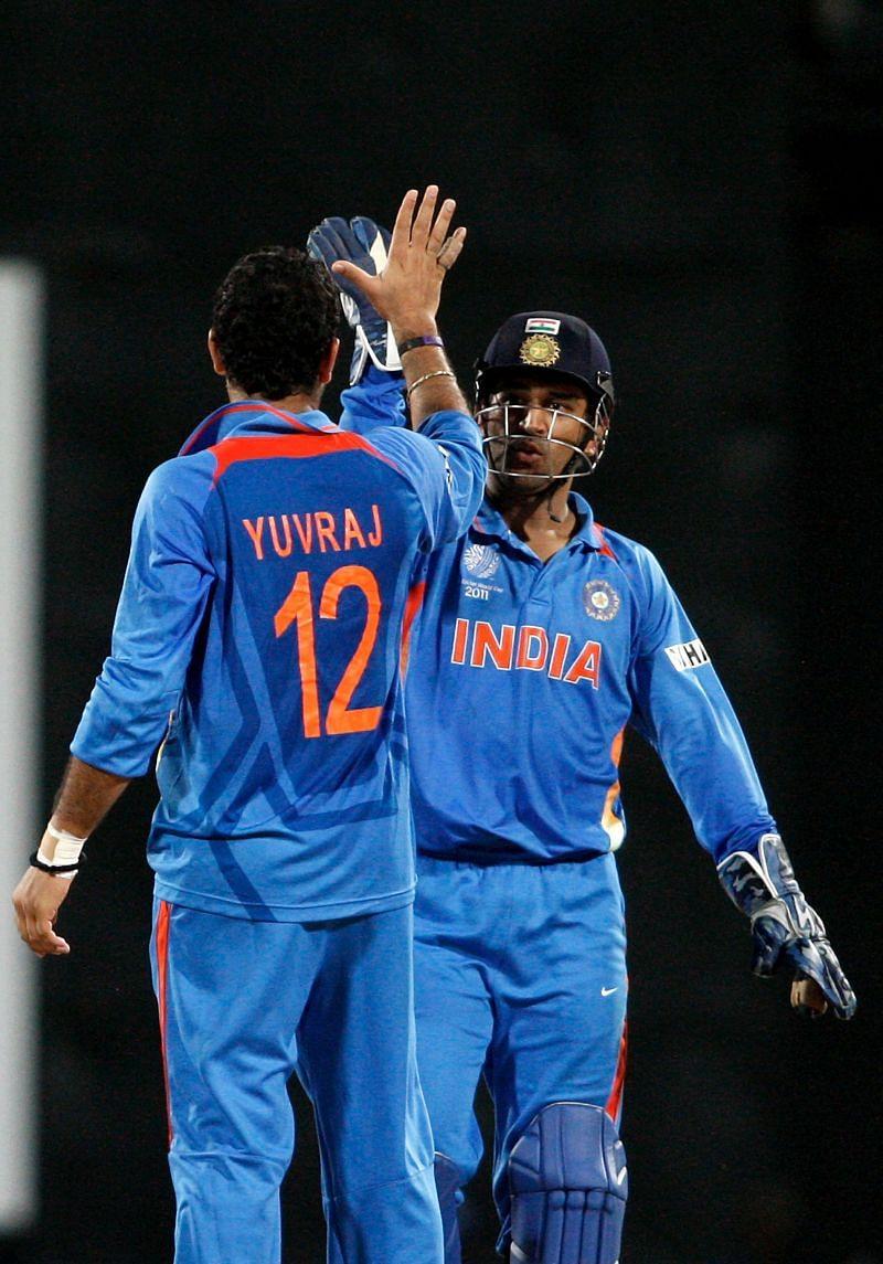 युवराज सिंह ने गेंद के साथ भी दो विकेट लि
