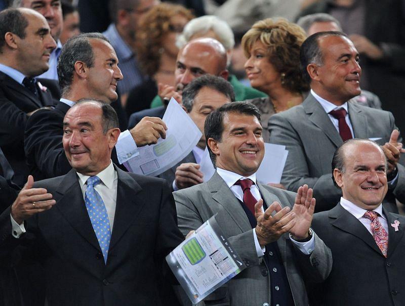 Barcelona presidential candidate Joan Laporta (bottom row, centre)