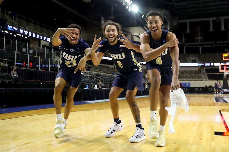 The Oral Roberts Golden Eagles will face the Arkansas Razorbacks at Bankers Life Fieldhouse on Saturday