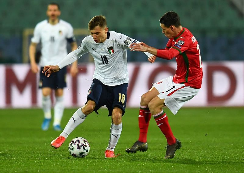 Nicolo Barella tries to shake off Georgi Kostadinov in a challenge..