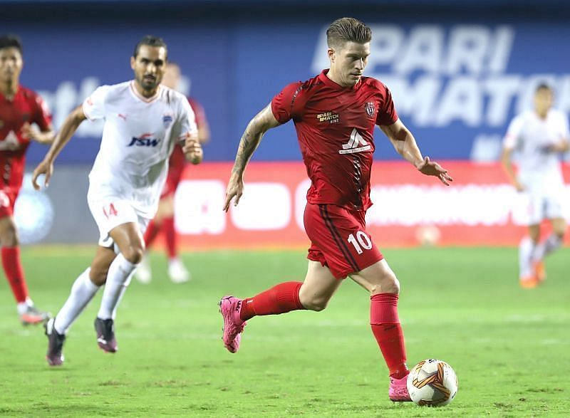 Federico Gallego continued to be a pivotal figure in the NEUFC midfield (Courtesy - ISL)