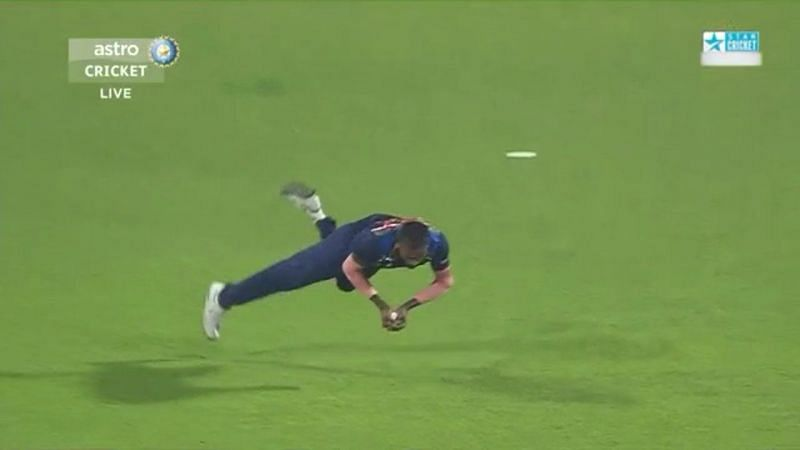 Hardik Pandya takes a spectacular catch to dismiss Moeen Ali (screengrab courtesy Twitter)