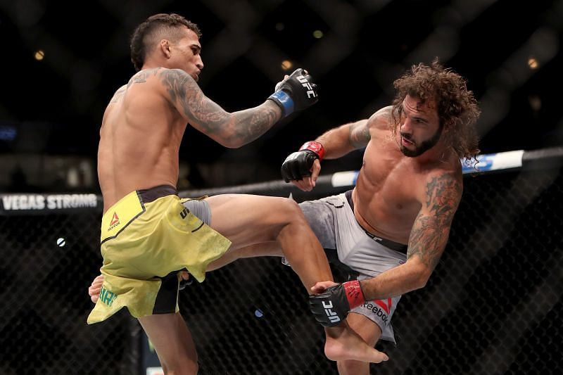 UFC 225: Charles Oliveira in action