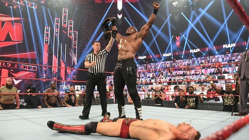 Raw का एपिसोड काफी ज्यादा धमाकेदार रहा और फैंस को मिला नया WWE चैंपियन