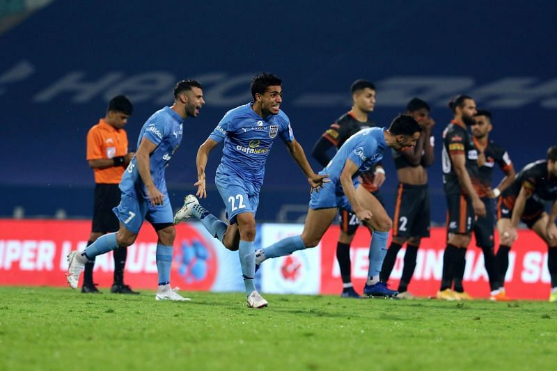 Mumbai City FC players celebrate after beating FC Goa in the penalty shootouts to book a place in the ISL finals (Image Courtesy: ISL Media)