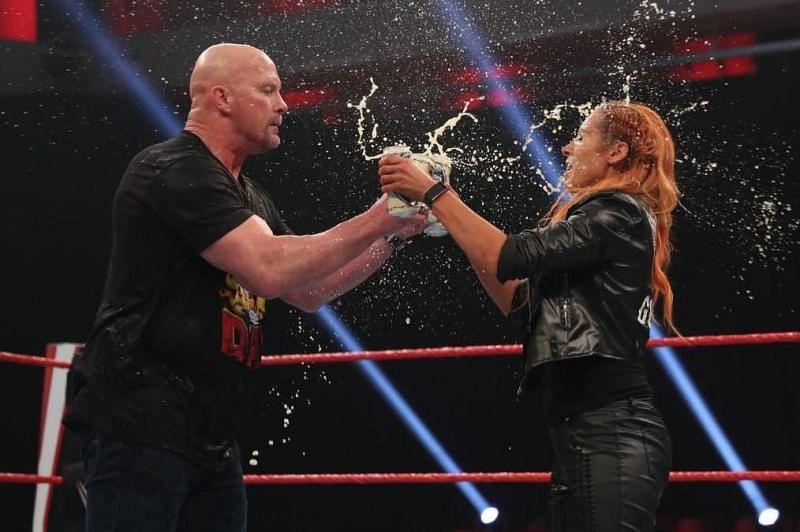 WWE सुपरस्टार स्टोन कोल्ड स्टीव ऑस्टिन और बैकी लिंच