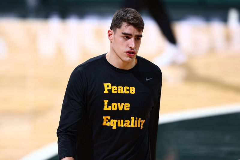 Iowa Hawkeyes center Luka Garza