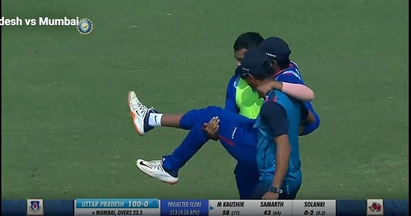 Prithvi Shaw being carried off the pitch (Image courtesy Twitter)