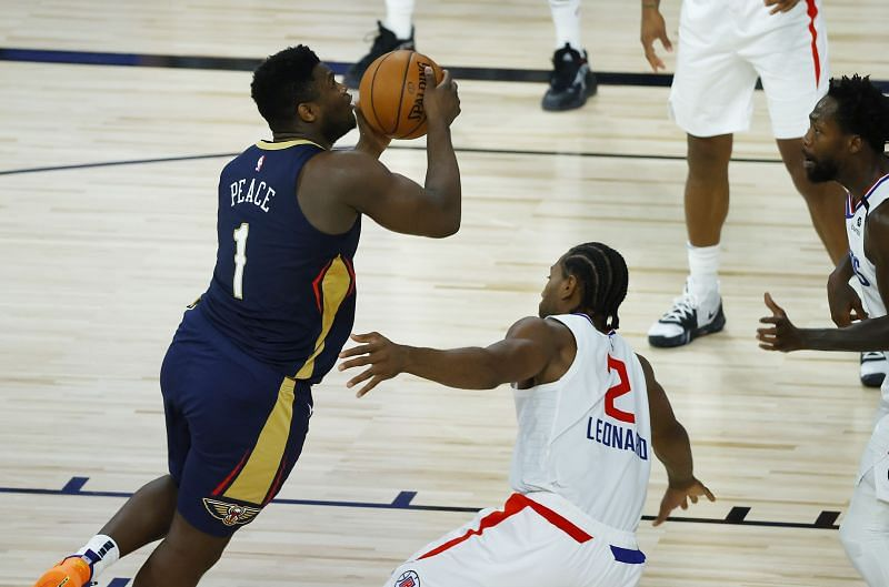 Zion Williamson (#1) of the New Orleans Pelicans drives to the basket against the LA Clippers.