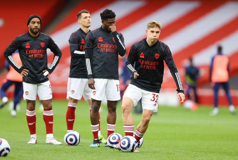 Arsenal players warming up