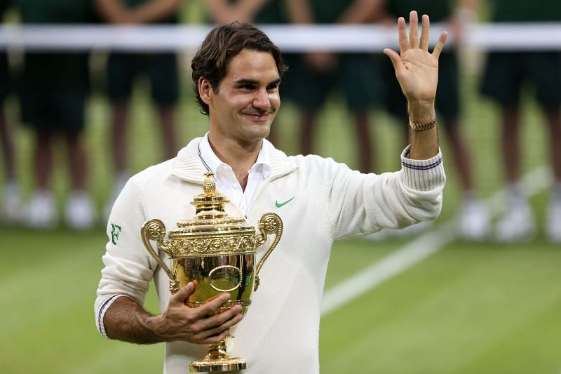 Roger Federer poses with the Wimbledon trophy in 2012
