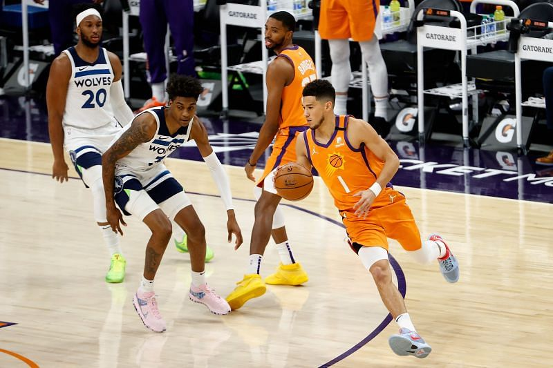 Devin Booker #1 controls the ball against Jaden McDaniels #3. Photo: Christian Petersen/Getty Images.