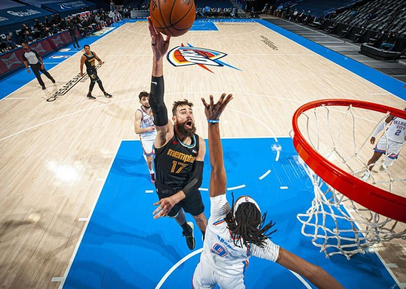 Jonas Valanciunas attempts a floater [Image: NBA.com]