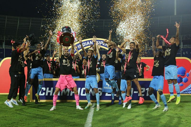 Mumbai City FC players celebrate after winning the ISL title (Image Courtesy: ISL Media)