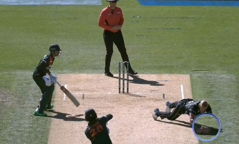 Kyle Jamieson claiming a controversial catch off Tamim Iqbal.