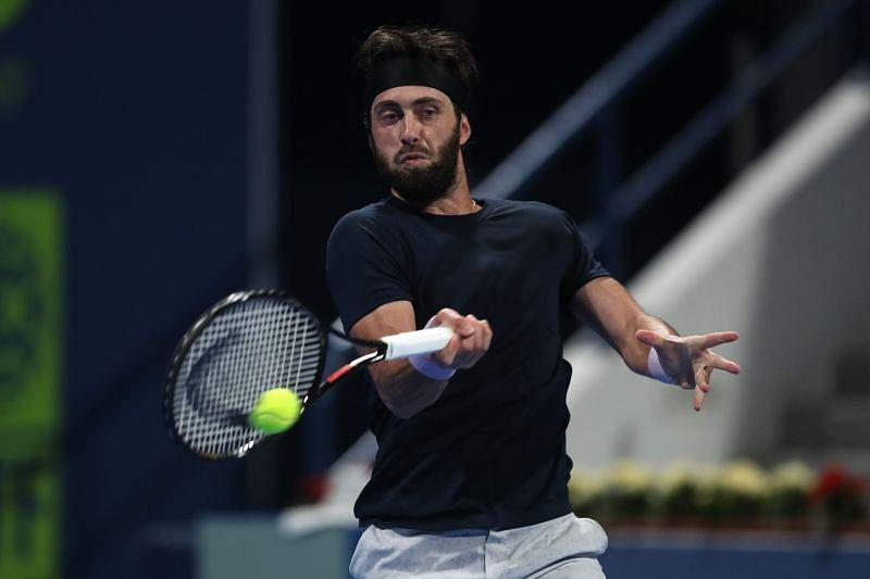 Nikoloz Basilashvili hits a forehand