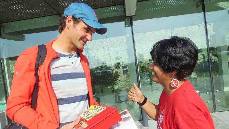 Sunita Sugita with Roger Federer [Credit: ATPtour.com]