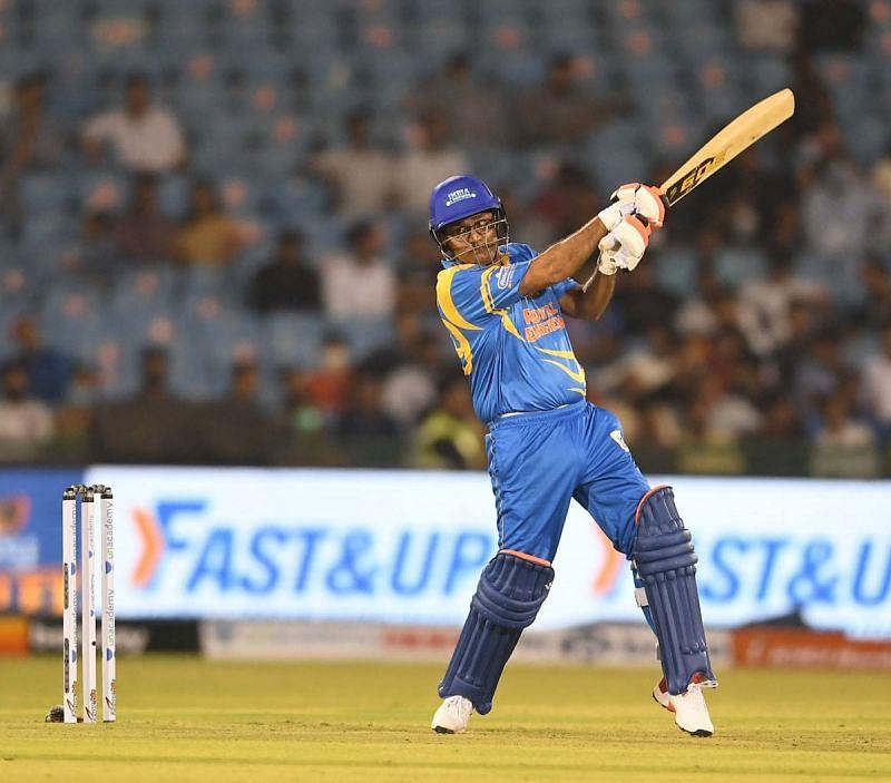 वीरेंदर सहवाग ने बांग्लादेश लेजेंड्स के खिलाफ 35 गेंदों में 80* रनों की धुआंधार पारी खेली