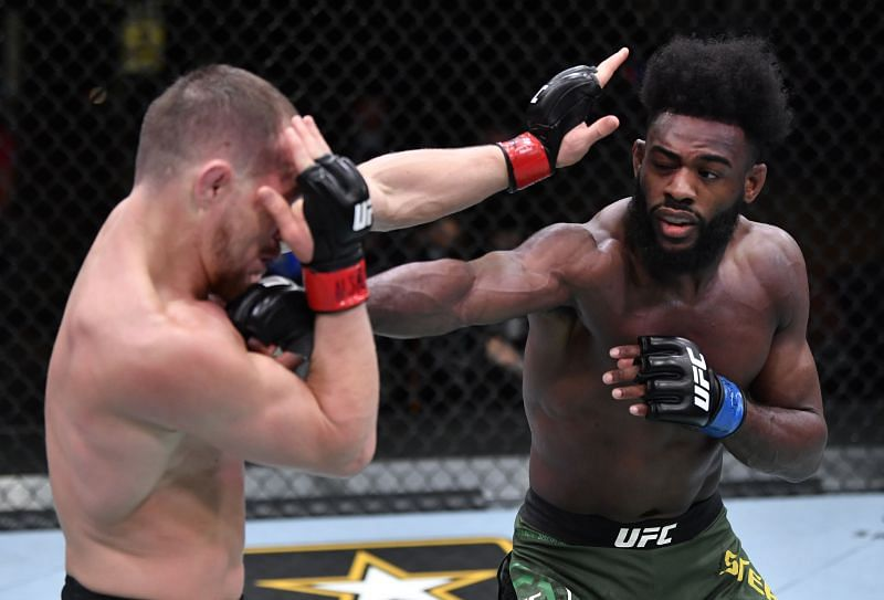 Aljamain Sterling became the new 135-lbs champion following an illegal knee from Petr Yan.