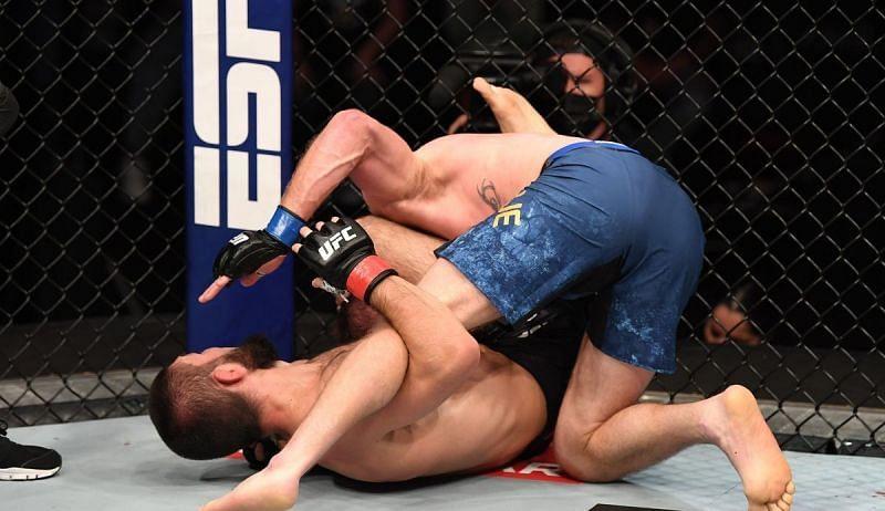 Khabib Nurmagomedov submitted Justin Gaethje at UFC 254