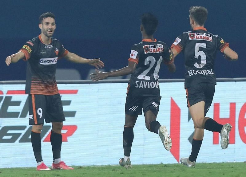 FC Goa will hope to reach the finals by beating Mumbai in the second leg.