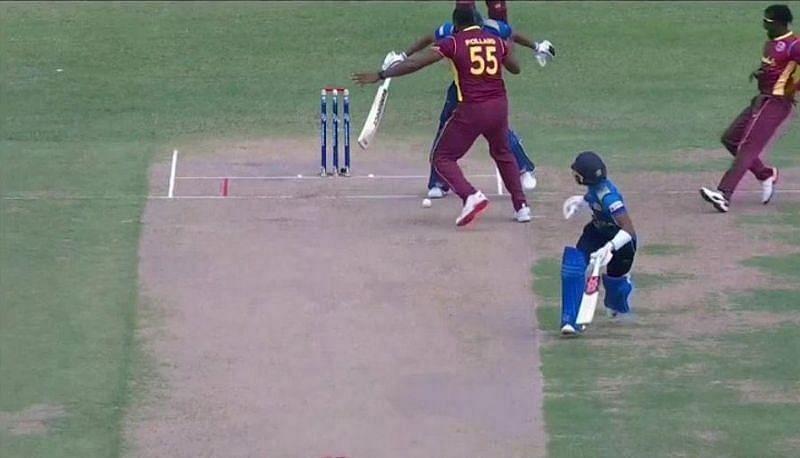 दनुष्का गुनातिलका को गेंद में बाधा डालने के लिए आउट करार दे दिया गया