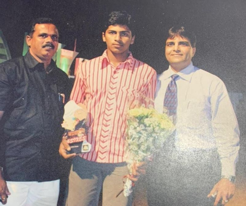 Shardul Thakur (C), along with Dinesh Lad (L) and MP Gopal Shetty (R) [Credits: Dinesh Lad]