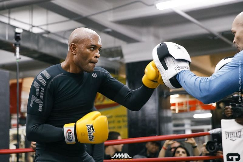 Anderson Silva trains in boxing gloves