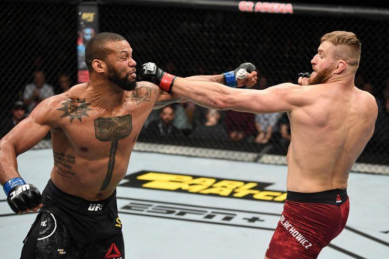 Thiago Santos and Jan Blachowicz slug it out at UFC Fight Night 145